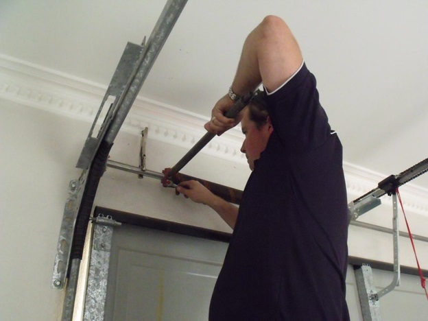 Use The Services of Specialists to Repair Your Garage Door